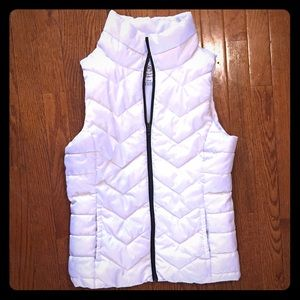 PUFFER VEST( white) size small (SO)